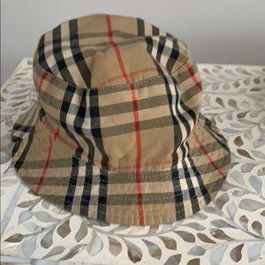 Burberry print reversible bucket hat